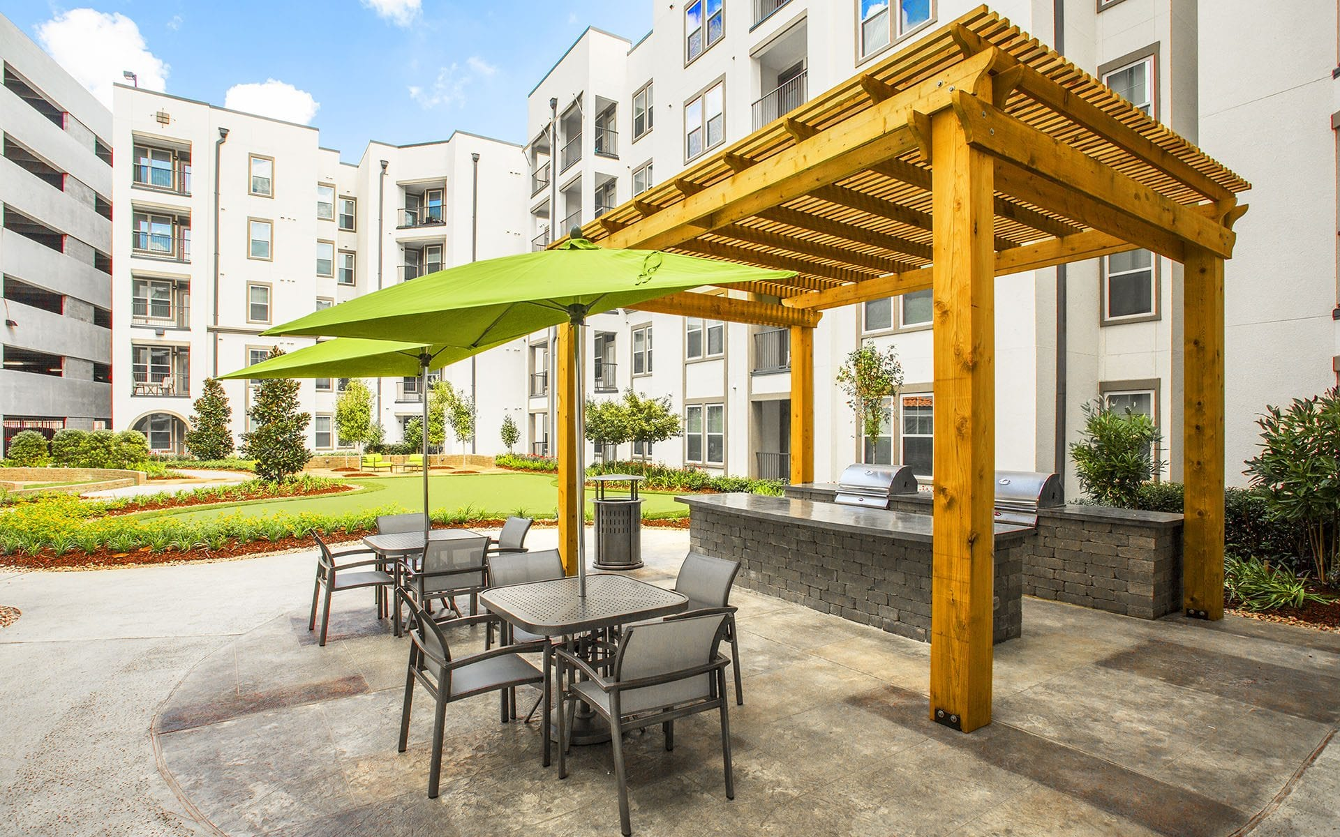 Green Courtyard - Lark Baton Rouge